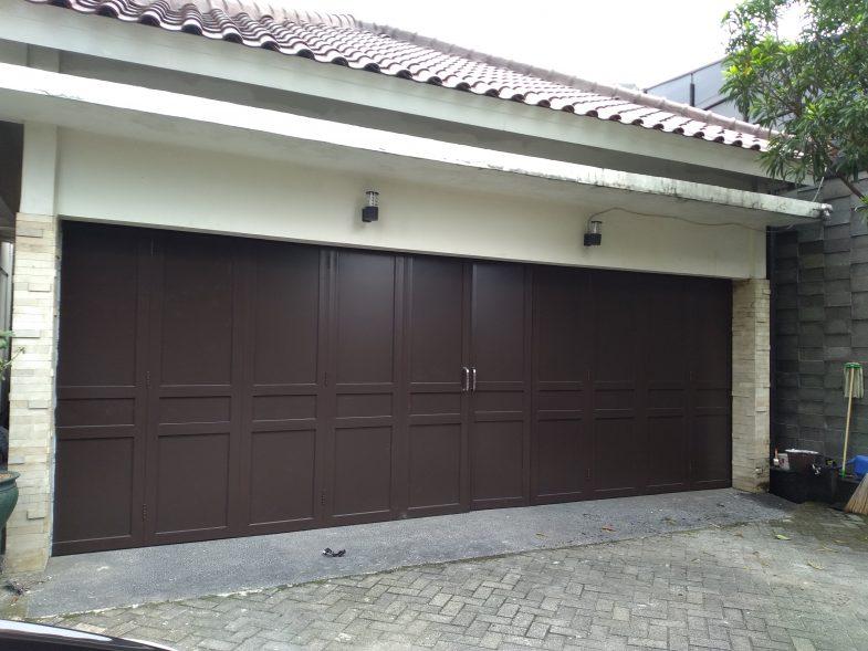 pintu garasi aluminium